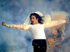 Michael Jackson Lives On: King of Pop Tops Forbes List Of Highest Earning Dead Celebrities Girl Bands, Boy Band, Michael Jackson Thriller, Janet Jackson, Shakira, Michael Jackson Fotos, Hbo Documentaries, Loretta Lynn, Jackson Family