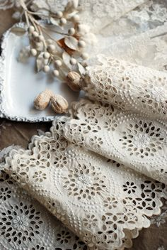 suteki !!! Antique Lace, Vintage Lace, Yarn Thread, Lacemaking, Linens And Lace, Lace Doilies, Needle Lace, Lace Ribbon, Sewing Studio