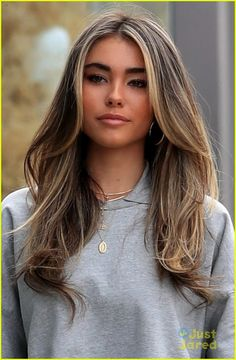 Madison Beer Shows Off Highlighted Hair Out in LA: Photo Madison Beer is all smiles while out and about in Los Angeles on Thursday afternoon (April The singer showed off her new hair as she headed back… Brown Hair Balayage, Blonde Hair With Highlights, Brown Blonde Hair, Highlighted Hair For Brunettes, Brown Highlighted Hair, Highlights Around Face, Face Frame Highlights, Light Brunette Hair, Blonde Foils