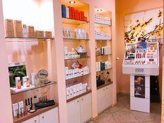 """Zažite na vlastnej pokožke účinky produktov prírodnej kozmetiky ANNEMARIE BÖRLIND🌿 v  bratislavskom salóne Štúdio Prirodzená krása sa najväčšej obľube teší ošetrenie 👉 HYDRO - ACTIVE 💦""""Zvlhčuje pokožku zvnútra, vypĺňa jemné línie a vyhladzuje vrásky,"""" opisujú spolumajiteľky a kozmetičky Jana a Veronika. Nedajú dopustiť ani na enzýmový peeling, ktorý tiež používajú pri tomto, ale aj iných ošetreniach.👍 Salons, Home Decor, Lounges, Decoration Home, Room Decor, Home Interior Design, Home Decoration, Interior Design"""