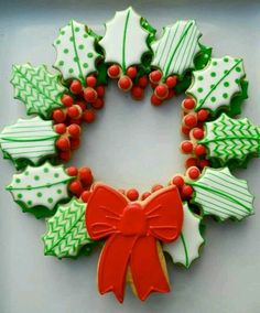 Here are the best Christmas Cookies decorations ideas for your inspiration. These Christmas Sugar Cookies decorated with royal icing are cutest desserts. Cute Christmas Cookies, Iced Cookies, Christmas Sweets, Cute Cookies, Christmas Cooking, Noel Christmas, Christmas Goodies, Holiday Cookies, Christmas Wreaths