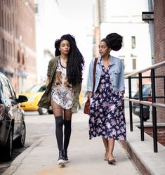 """Cipriana and Takenya Quann are currently the most in-vogue twins in the  blogosphere  The Quann sisters are Black American and live in New York. Cipriana is the  co-founder of the celebrated lifestyle blog """"Urban Bush Babes"""" which, among  other topics, celebrates the beauty of natural hair. Takenya, aka TK  Wonder, is an electronic music artist. Their sense of style and their  outrageous beauty have seduced many, judging by the number of brands that  are fighting over them.  Between…"""