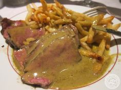 image of steak frites at Le Relais de Venise in NYC, New York