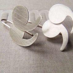 nuevos aretes comillas disponibles exclusivamente en @laincreiblelibreria / new quotes earrings available exclusive at @laincreiblelibreria / nuovi orecchini citazione disponibile solo nella @laincreiblelibreria  #jewelry #etsyhunter #EtsySuccess #etsyitaly #etsygram #jewelrygram #etsyshop #mexicocreativo #minimaljewelry #gioielliminimale #joyeríaminimalista #designgioielli #joias #shmuck #bijoux #DifferenceMakesUs