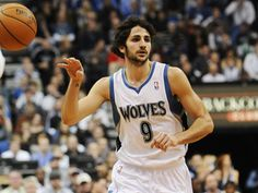 Ricky Rubio, the Magician.    No look pass.