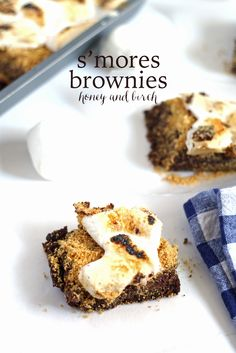 Fudgy s'mores brownies will help you keep the bonfire burning all winter long! #dessert