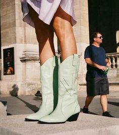 Botas Western, Western Boots, Look Fashion, Fashion Shoes, Womens Fashion, Fashion Trends, Sneakers Fashion, Shoes Sneakers, Cute Shoes