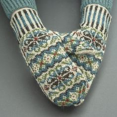 Tettegouche Mittens Ravelry: Tettegouche Mittens pattern by Virginia Sattler-Reimer Record of Knitting Wool rotating, weaving and sewing job. Knitted Mittens Pattern, Intarsia Knitting, Fair Isle Knitting Patterns, Knitting Blogs, Knit Mittens, Knitting Charts, Mitten Gloves, Hand Knitting, Norwegian Knitting