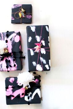 Let out your creative side w/ this fun & unique DIY gift wrapping idea. Custom paint fun gift wrapping paper that will wow your friends, family, & loved ones! Wrapping Ideas, Present Wrapping, Creative Gift Wrapping, Creative Gifts, Diy Wrapping Paper, Diy Christmas Wrapping Paper, Christmas Presents, Christmas Holiday, Creative Ideas