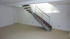 Aménagement en sous-sol et pose de carrelage, dalles. Professionnel expert de l'éco-rénovation Qualibat RGE. Stairs, Home Decor, Sous Sol, Paving Slabs, Stairway, Staircases, Interior Design, Ladders, Home Interior Design