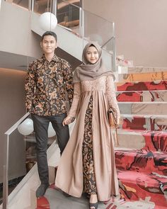 Who is not familiar with batik outfit? This outfit is a cultural and characteristic symbol in Asia especially in Indonesia. At first appearance batik was only Kebaya Modern Hijab, Kebaya Hijab, Kebaya Dress, Kebaya Muslim, Dress Brokat Modern, Model Kebaya Modern, Kebaya Brokat, Batik Kebaya, Vestido Batik