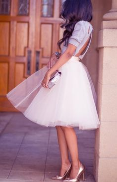 Tulle skirt and backless shirt