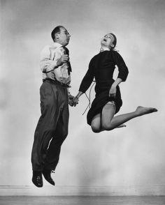Philippe HALSMAN :: Philippe Halsman and Grace Kelly, 1950's  [JUMP series]