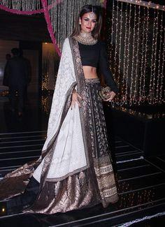 Sabyasachi Lehenga Women's Style Ideas Bridal Outfits, Indian Wedding Outfits, Indian Outfits, Indian Lehenga, Black Lehenga, Lehenga Designs, Indian Attire, Indian Ethnic Wear, Indie Mode
