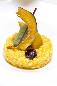 Se oggi vi sentite un po' #gourmet, vi suggeriamo di provare questo #risotto con zucca confit, riduzione all'amarone e mantecatura al #GranaPadano.