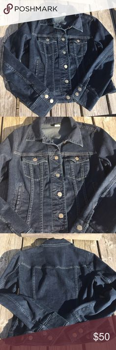 🆕List! J.Crew Denim Jacket! EUC! Beautiful jacket with zig-zag stitching at buttons. Measures approximately 19 inches pit to pit and 21 inches collar to hem. Excellent condition! J. Crew Jackets & Coats Jean Jackets