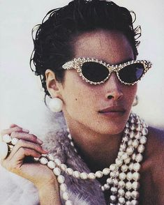 2018/02/14 23:29:37 Pearls are always a must. Christy Turlington by Peter Lindbergh. Vogue US, December 1989. #vogue #vogueus #mapy #xotourlife #islandgirl  #money #pearls #sunnies #pearlsunglasses #pearlsvintage #cool #voguevintageproject #voguevintage #lookofday #photography #fashionphotography #peterlindberg #christyturlington #80sfashion #80s #80dayobsession #stylemoduk #stylemodediting