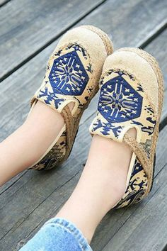 Casual cotton flax slip on loafers with round toe and soft sole outdoor flat shoes. Linen/cotton upper and rubber sole. Colors Available: Navy, Size 9 Pretty Shoes, Beautiful Shoes, Cute Shoes, Rodeo Boots, Cowgirl Boots, Leather Fashion, Fashion Shoes, Women's Fashion, Bohemian Shoes