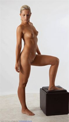 Anatomy for Artists - Nude figure drawing pose reference turn-around (animated gif) http://www.posespace.com