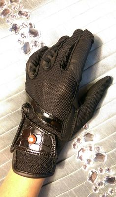 These HKM gloves are absolutely stunning! Black faux patent crocodile give the gloves a fashion forward look while riding on your fabulous horse. #equestrian #croc #gloves