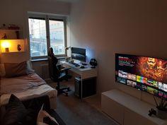 Gaming PinWire: Pin by hua bai on ping-pang in 2018 Bedroom Setup, Room Design Bedroom, Room Ideas Bedroom, Bedroom Decor, Small Room Design, Game Room Design, Deco Studio, Gaming Room Setup, Desk Setup