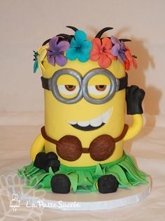 Hula Minion - My favorite minion : )  Vanilla cake, caramel SMBC with an extra salted caramel filling!                                                                                                                                                                                 Más