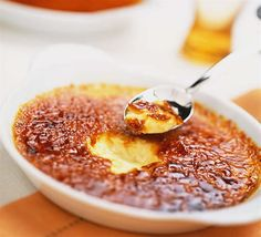 Do you love creme brulee? I sure do and this creme brulee recipe is the best one out there! Tried and true! I guarantee it! Just Desserts, Dessert Recipes, Cream Brulee, Brulee Recipe, Banoffee Pie, Reeses Peanut Butter, Tasty, Yummy Food, Love Food