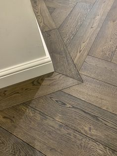 Herringbone floor with border in a small hall Herringbone Laminate Flooring, Herringbone Wood Floor, Hardwood Tile, Wood Tile Floors, Wooden Flooring, Direct Wood Flooring, Wood Look Tile Floor, Wood Floor Design, Wooden Floor Tiles