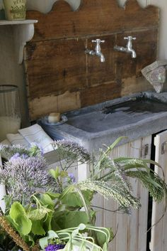intérieur, déco : cuisine, évier en pierre et bois, Ile de Ré, Frédéric TABARY