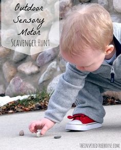 The sensory scavenger hunt! A whole new level! Try these great sensory motor activities for kids to get them moving and interacting with the outdoors! Sensory Motor, Gross Motor Activities, Gross Motor Skills, Sensory Activities, Educational Activities, Preschool Activities, Sensory Play, Autumn Activities For Kids, Nature Activities