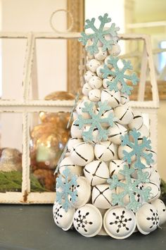 Make a jingle bell tree.... - Jennifer Rizzo This is an easy craft and the color and glitter options are endless. Just think outside the box!