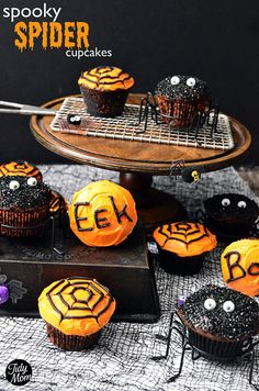 Easy Spooky Spider Cupcakes for #Halloween via TidyMom.net