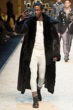 Dolce   Gabbana Fall   Winter 2016 - Man in Fur Coat Подиумная Мода, Модный 34086a27cbb