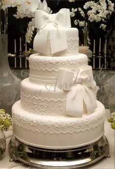 renda White Wedding Cakes, Unique Wedding Cakes, White Cakes, Beautiful Wedding Cakes, Gorgeous Cakes, Wedding Cake Designs, Wedding Cake Cookies, Fake Cake, Cream Wedding