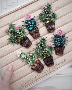 I wanted showing you steps to make a bracelet with natural stone and leather thread with video. Hand Embroidery Art, Bead Embroidery Patterns, Flower Embroidery Designs, Bead Embroidery Jewelry, Fabric Jewelry, Beaded Embroidery, Beading Patterns, Bead Jewellery, Beaded Jewelry