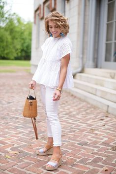 Blue & White + My Favorite Memorial Day Sales! White Capri Outfits, Blue And White Outfits, Casual Summer Outfits, Spring Outfits, Cute Outfits, Prep Style, My Style, Preppy Mode, Fashion Pants