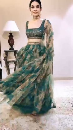 Party Wear Indian Dresses, Designer Party Wear Dresses, Party Wear Lehenga, Indian Gowns Dresses, Indian Bridal Outfits, Indian Bridal Fashion, Dress Indian Style, Indian Fashion Dresses, Indian Designer Outfits