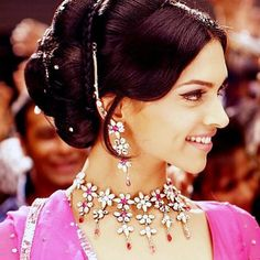 Deepika Padukone - Om Shanti Om - ॐ शांति ॐ - (2007) Bollywood Cinema, Bollywood Actress, Bollywood Fashion, Shraddha Kapoor, Deepika Padukone, Indian Fashion, Indian Actresses, Indian Film Actress, Shahrukh Khan