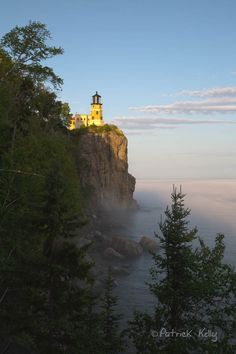Split Rock Lighthouse ~ Duluth, Minnesota Juliet lives in Duluth for a while (she likes it quite a lot).