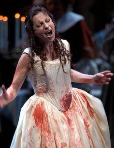 La sopranoa de coloratura Nataly Dessay durante una actuación en el Lyric Opera.