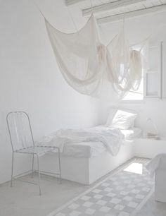 White bedroom *love the white. Thinking of an all white room with the ceiling as my accent wall at The Edge? All White Room, White Rooms, Turbulence Deco, World Of Interiors, White Interiors, Design Interiors, Scandinavian Home, White Houses, Design Case