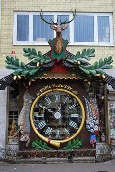 00b7b411e49 Esses relógios de rua não envelhecem porque são eles que governam o tempo