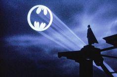 Afbeeldingsresultaat voor batmanlogo in lucht