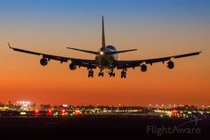FlightAware Aviation Photos: Boeing (quad-jet), Late evening arrival of British Airways to RWY 26 at Phoenix Sky Harbor Airport. Cargo Aircraft, Passenger Aircraft, Boeing 747 400, Air Traffic Control, Private Plane, Airplane Travel, Commercial Aircraft, Civil Aviation, British Airways