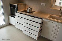 Λεπτομέρεια συρταριών , στην κουζίνα νεοκλασικού ύφους
