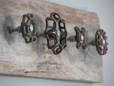 Reclaimed Barnwood with Vintage Spigot Coat Hanger – Coat Hanger Design Reclaimed Barn Wood, Rustic Barn, Rustic Decor, Barn Wood Crafts, Barn Wood Projects, Decoration Palette, Diy Hat Rack, Old Tools, Repurposed Items