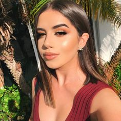 30 Best Summer Makeup Trends for 2019 - Hike n Dip Here are the best Summer Makeup Trends for These Summer Makeup looks will give you ideas on how to do your makeup for summer which are effortless. Prom Makeup Looks, Natural Makeup Looks, Cute Makeup, Gorgeous Makeup, Glam Makeup, Hair Makeup, Prom Makeup For Brown Eyes, Natural Makeup For Brown Eyes, Eyeliner Makeup