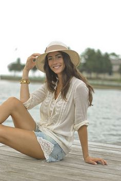 love her summery outfit & hat!