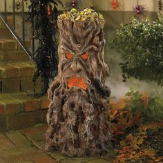 This creepy but very cool Haunted Tree Stump Candy Stand holds plenty of candy and treats for all the trick-or-treaters this Halloween. Halloween Prop, Halloween Outside, Halloween Trees, Outdoor Halloween, Halloween Projects, Holidays Halloween, Halloween Stuff, Haunted Halloween, Halloween Crafts