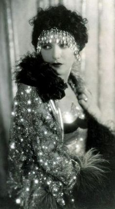 Bebe Daniels - American Actress, singer, dancer, writer and producer, whose career began during the silent film era. Old Hollywood Glamour, Vintage Glamour, Vintage Hollywood, Vintage Beauty, Classic Hollywood, Hollywood Stars, 20s Fashion, Look Fashion, Vintage Fashion
